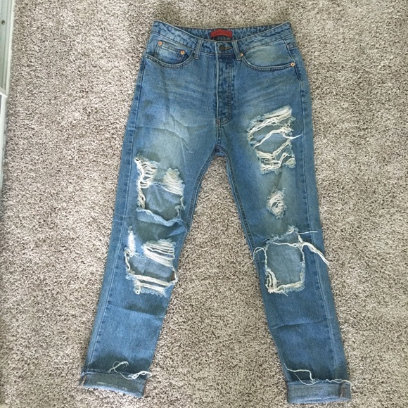Signature Denim - High waisted distressed jeans